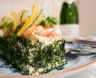 Smörgåstårta med skaldjur och Västerbottensost