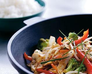 Lätta, stekta grönsaker med ris