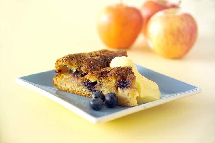 Äppelkaka med blåbär
