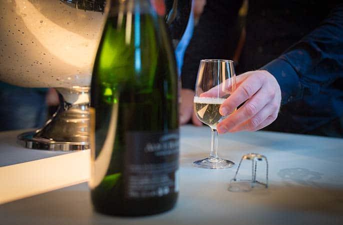 Winery-okt-vinhand-686