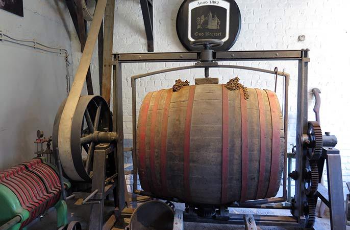 Beersel-old-barrel-686