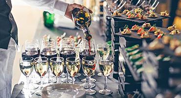 Så mycket champagne dricks på Nobelfesten